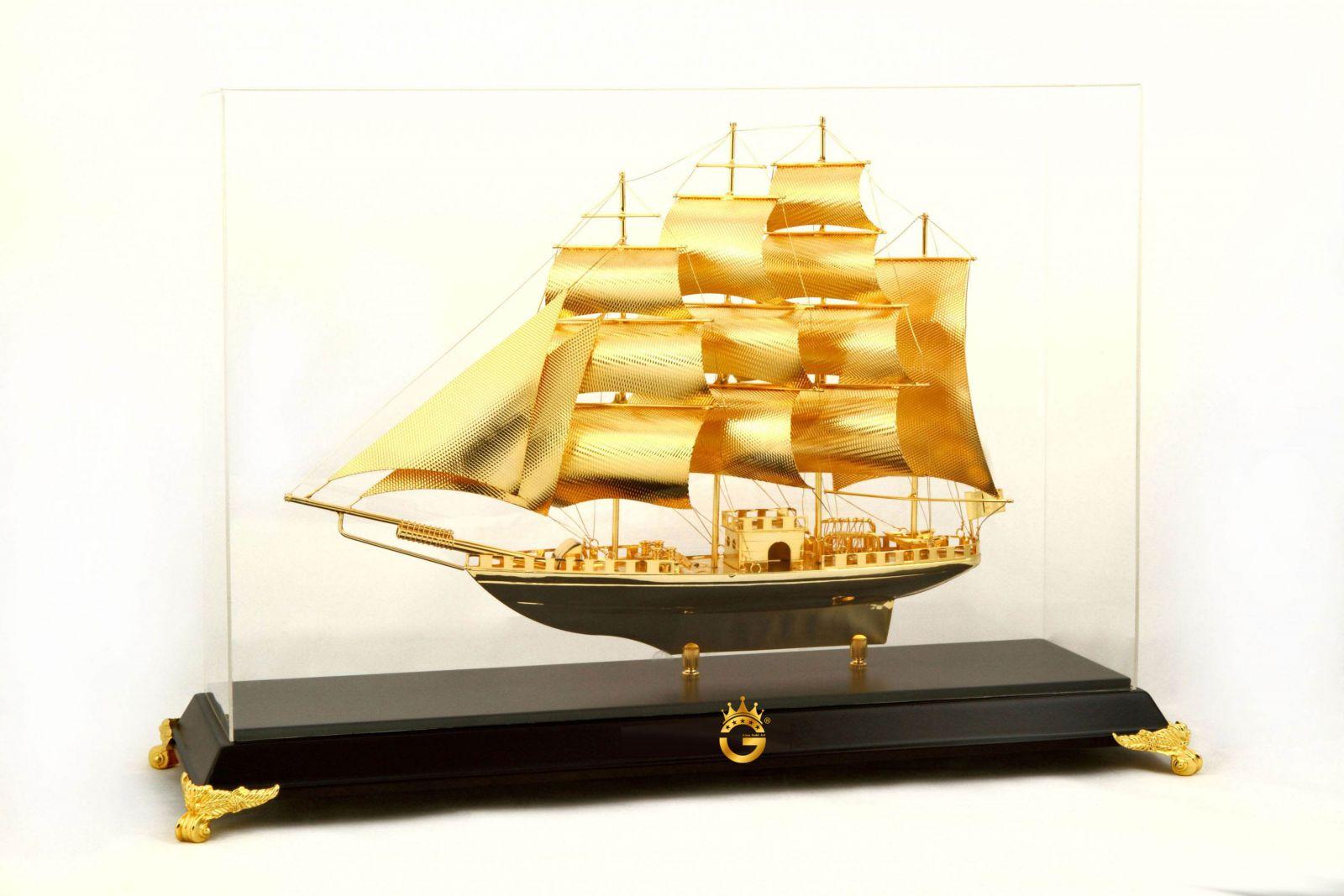 Quà tặng thuyền buồm mạ vàng 24k M2