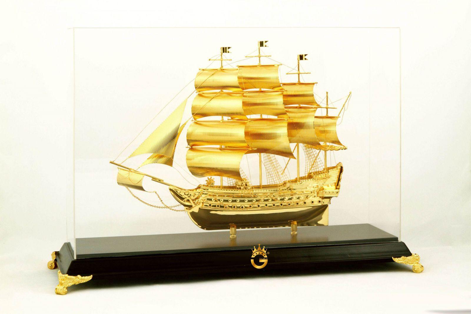 Thuyền buồm  mạ vàng để bàn làm việc, trang trí phòng khách