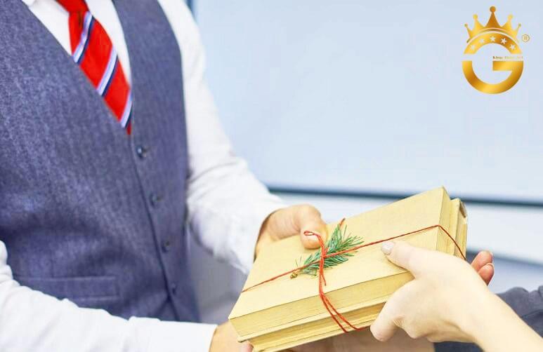 Gợi ý quà tặng nữ doanh nhân sang trọng, cao cấp