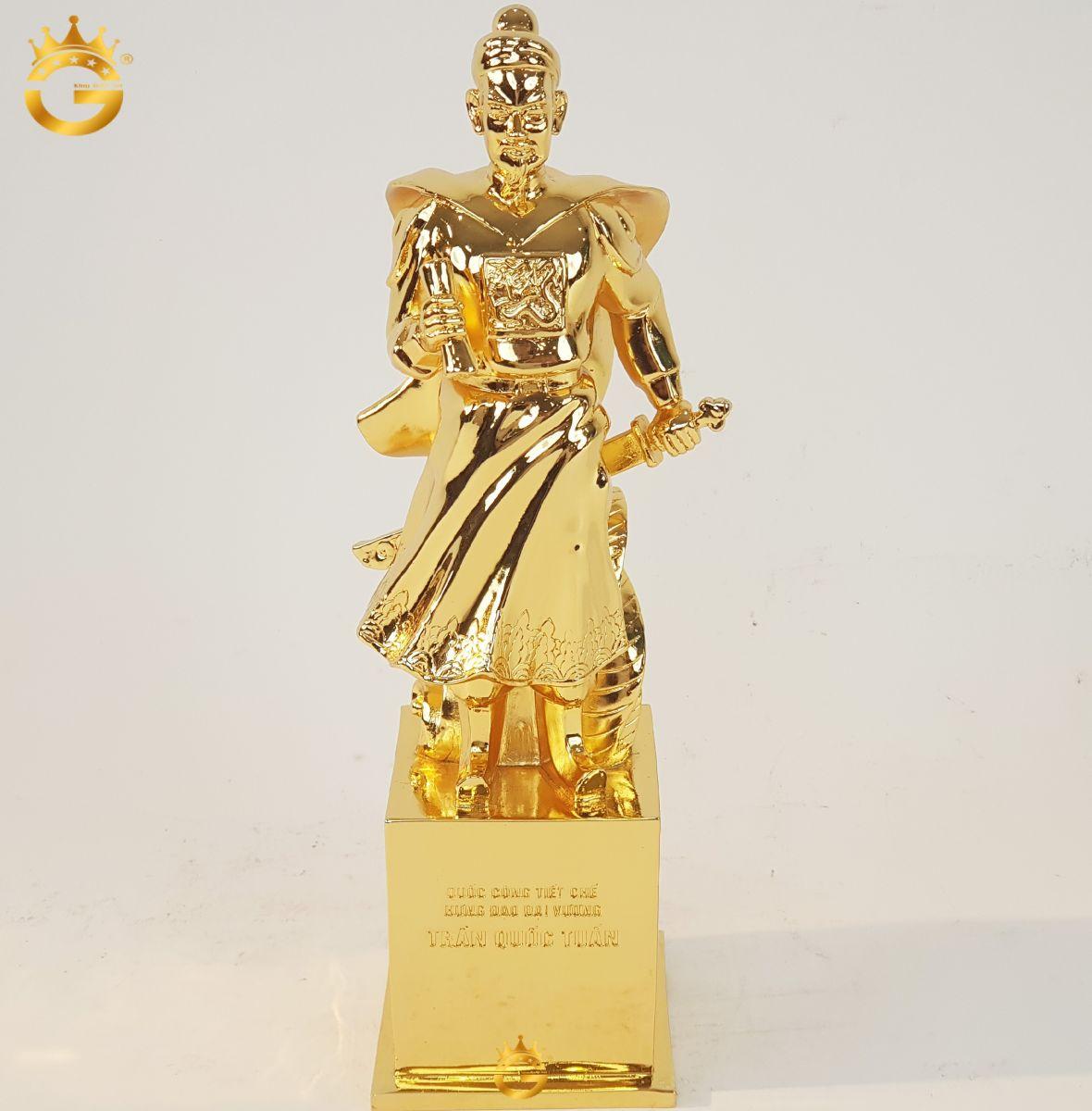 Tượng cụ Trần Quốc Tuấn mạ vàng 24k được các Nghệ Nhân King Gold Art chế tác vô cùng tinh xảo
