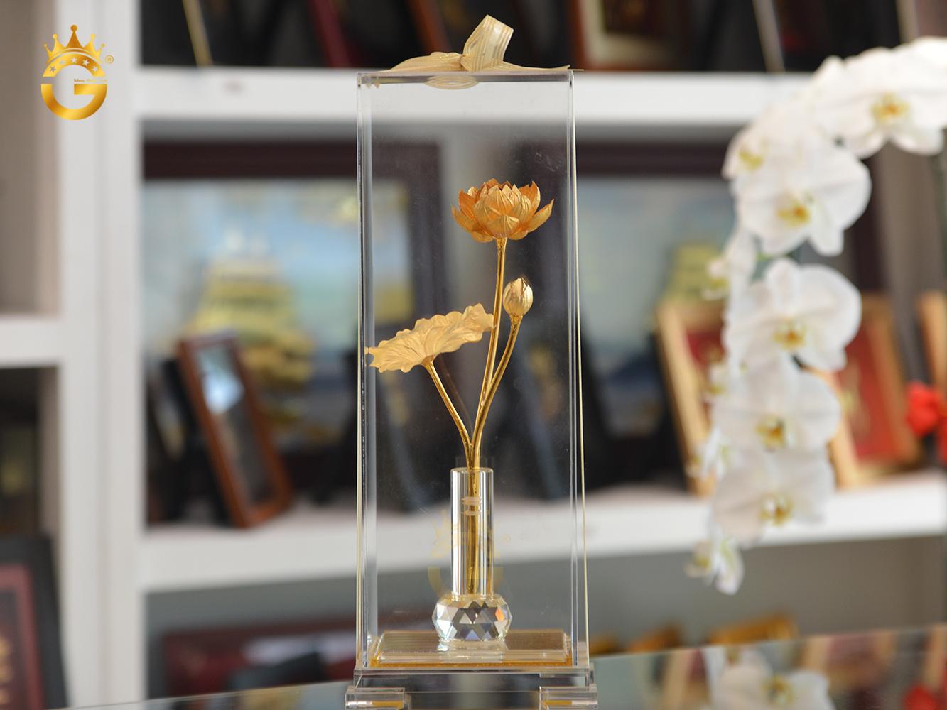 Biểu trưng bông hoa sen mạ vàng 24k làm quà tặng cao cấp