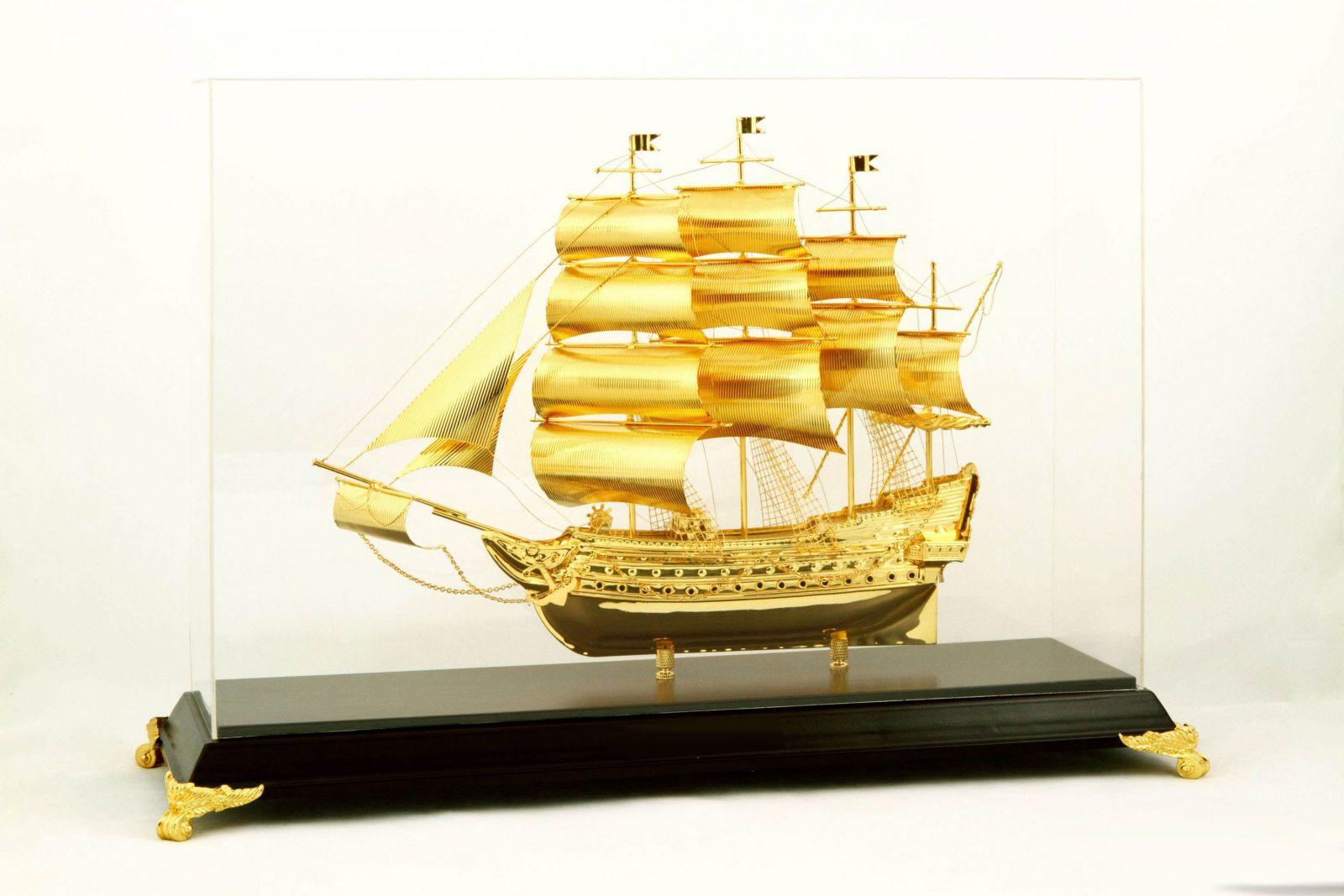 Qùa tặng tân gia, khai trương, thăng chức ý nghĩa vởi thuyền buồm mạ vàng
