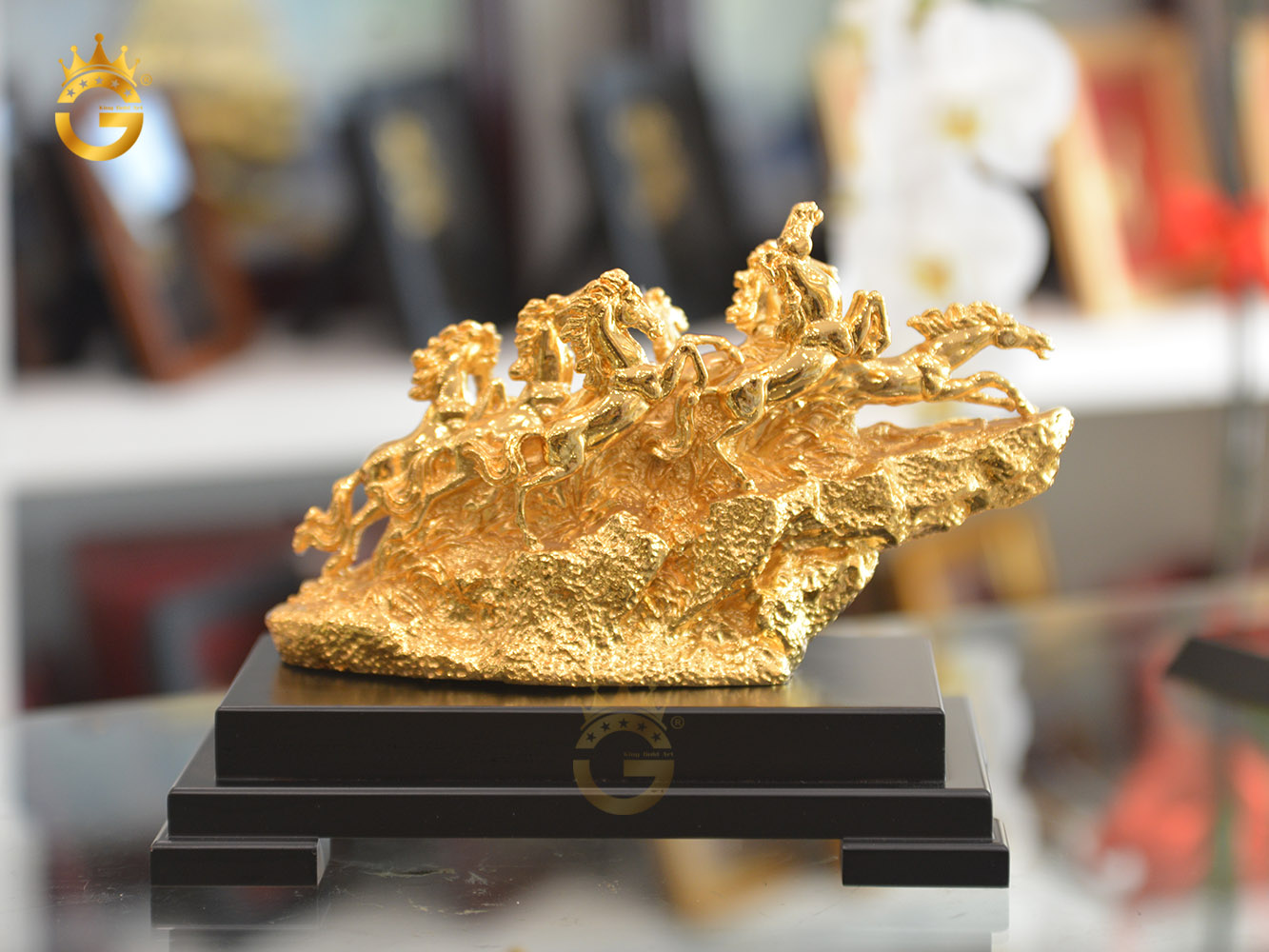 Biểu tượng bát mã truy phong mạ vàng 24k làm quà tân gia độc đáo và ý nghĩa