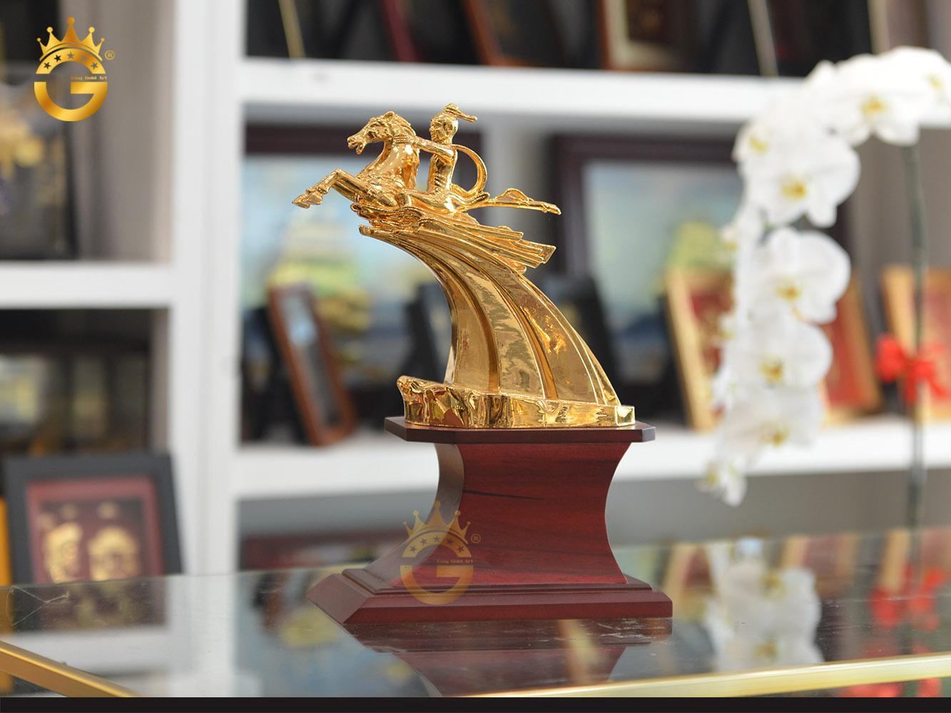 Tượng Thánh Gióng mạ vàng 24k, chi tiết tượng Thánh gióng bằng đồng đẹp