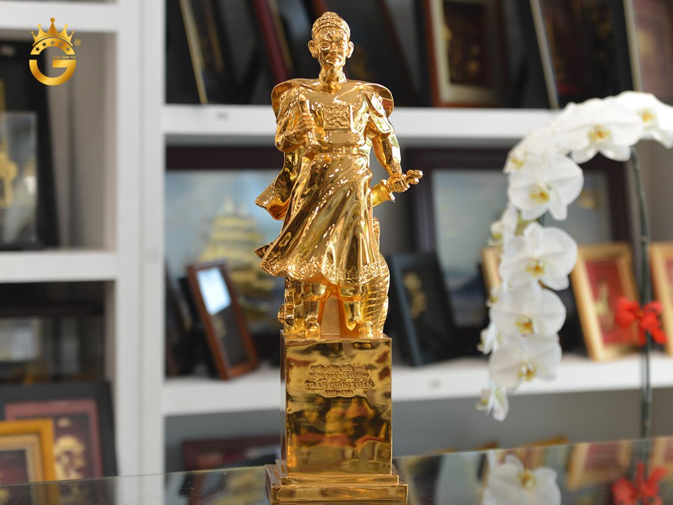 Tượng đồng Hưng Đạo Đại Vương mạ vàng 24k đẹp tinh xảo