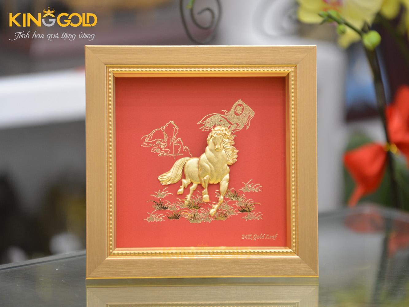 Quà tặng vàng, Tranh ngựa dát vàng 24k mã đáo thành công