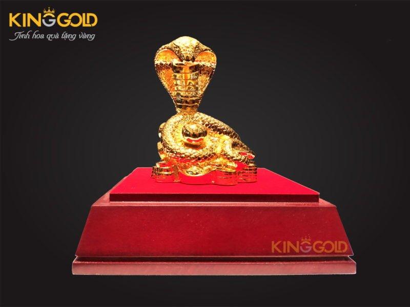 Tượng rắn mạ vàng 24k ý nghĩa dành tặng người tuổi tỵ