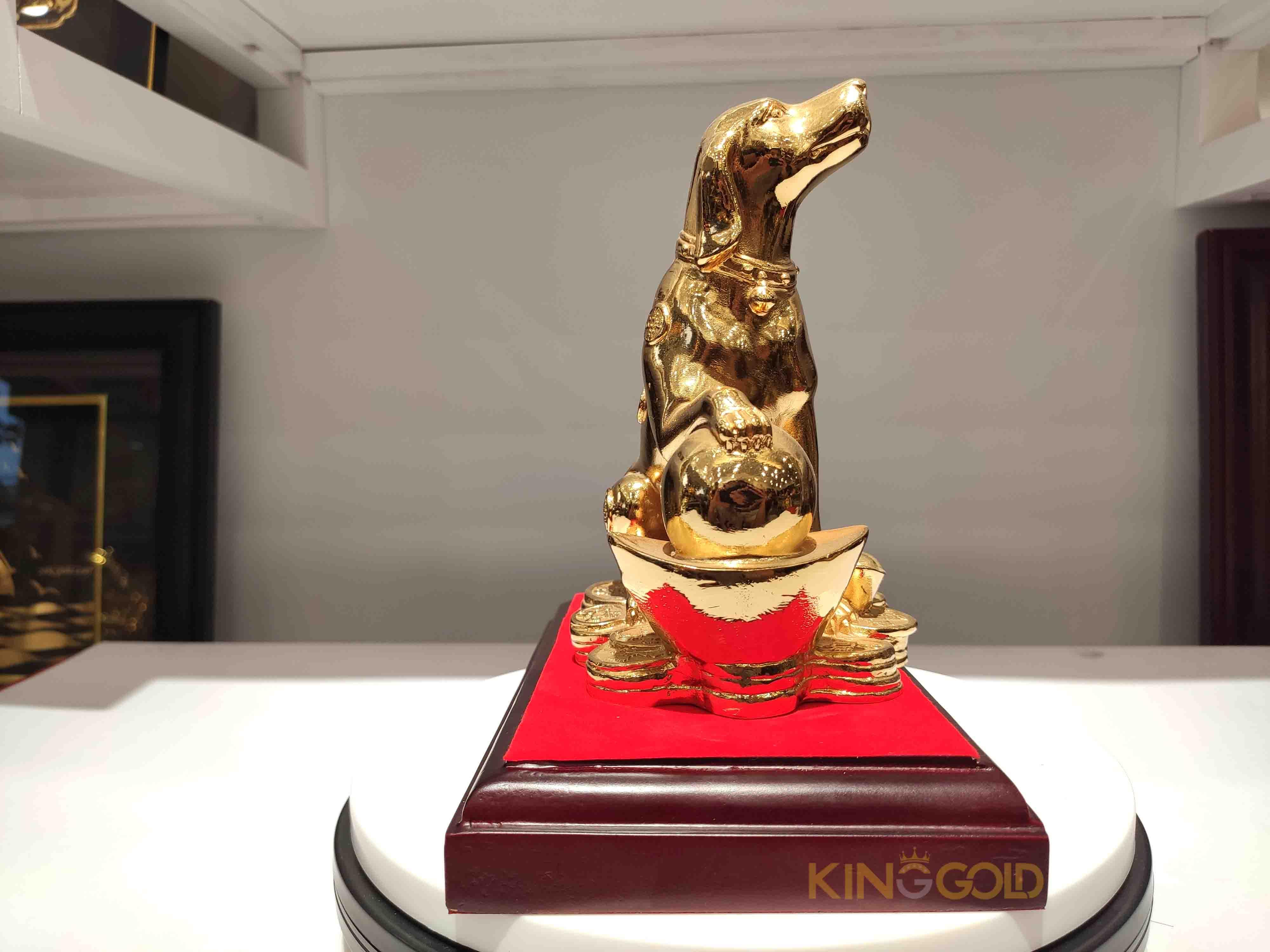 tượng chó vàng phong thủy