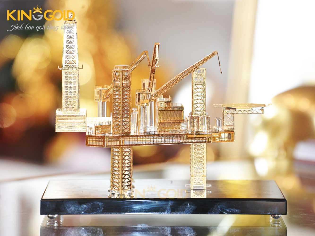 Quà tặng sếp ngành dầu khí - Mô hình giàn khoan mạ vàng 24k