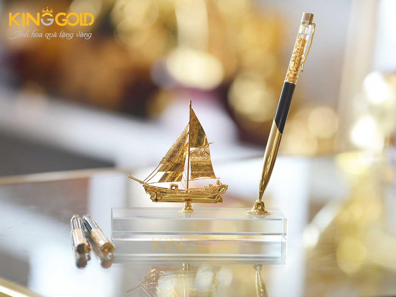 Quà tặng năm chuột canh tý 2020 dành cho sếp - Đế cắm viết thuận buồm xuôi gió mạ vàng 24k