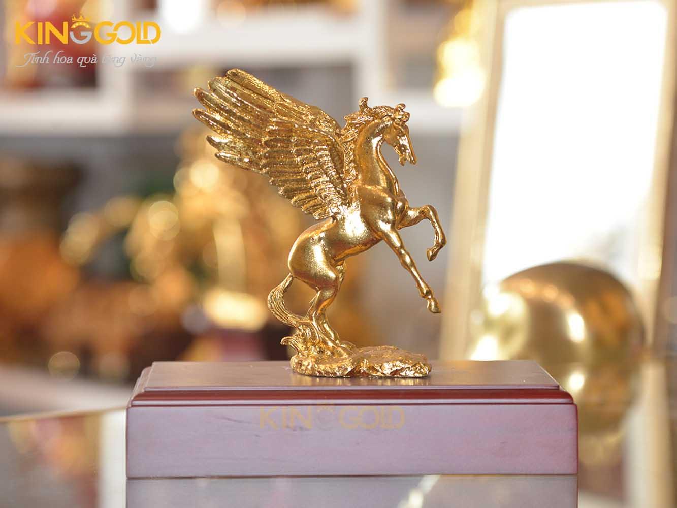 Ngựa thần, ngựa có cánh dát vàng 999.9