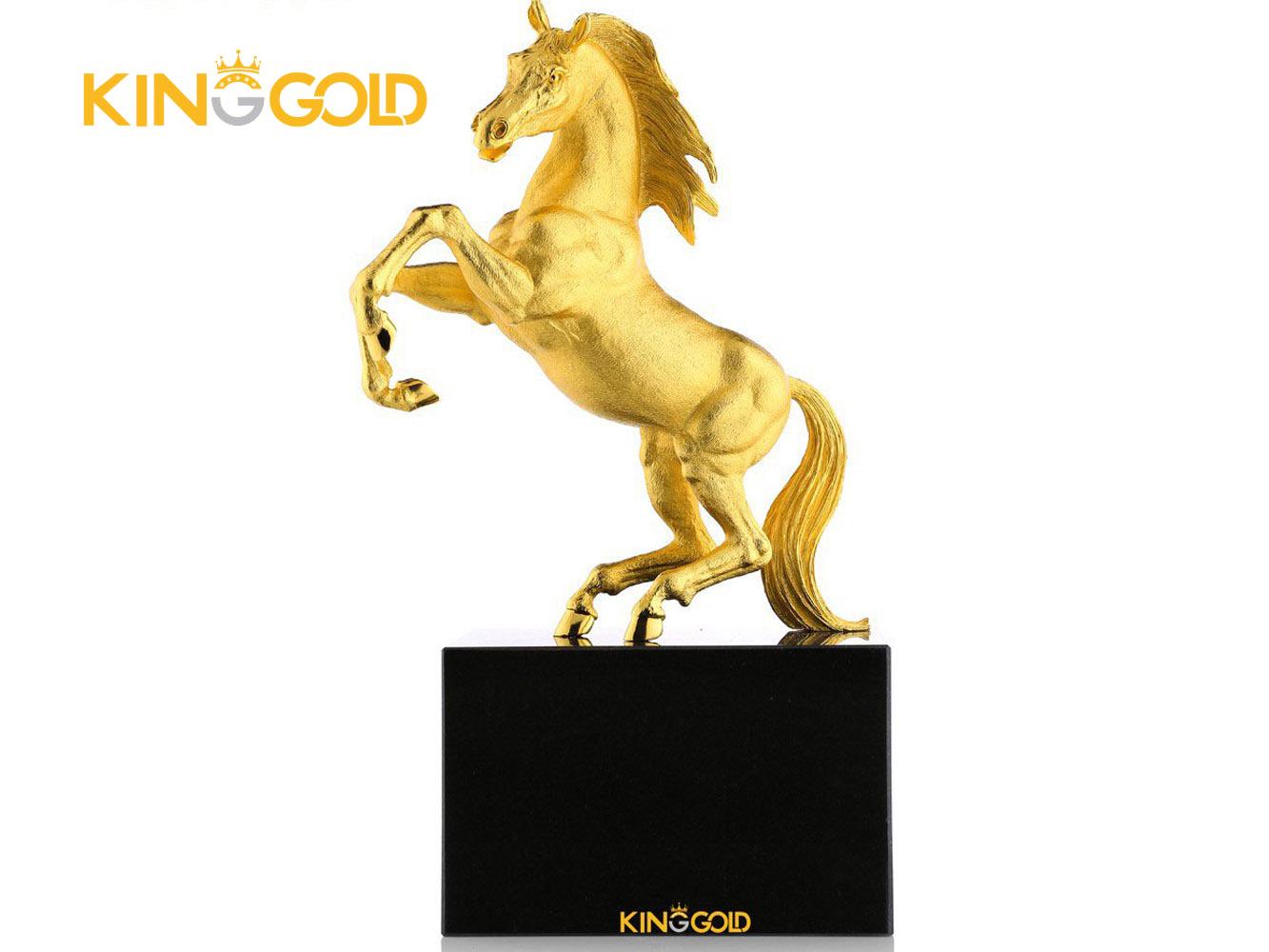 5 mẫu ngựa dát vàng tặng sếp để bàn ý nghĩa 2020