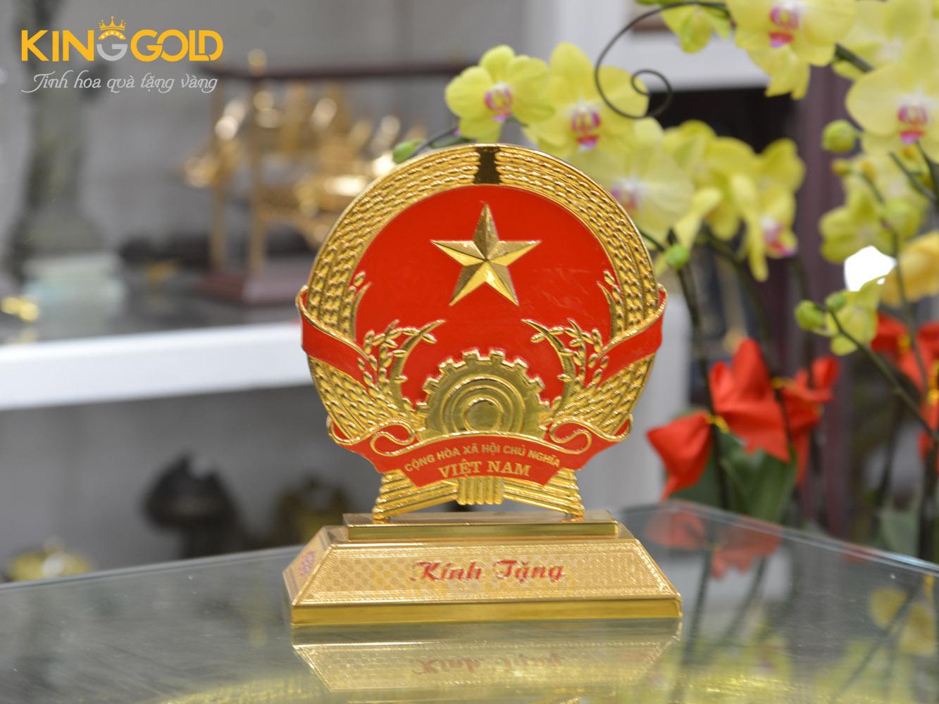 Quốc huy Việt nam mạ vàng biểu tượng thiêng liêng dân tộc