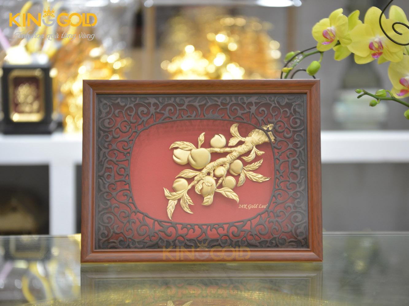 Tranh vàng cây đào mang biểu tượng hưng thịnh