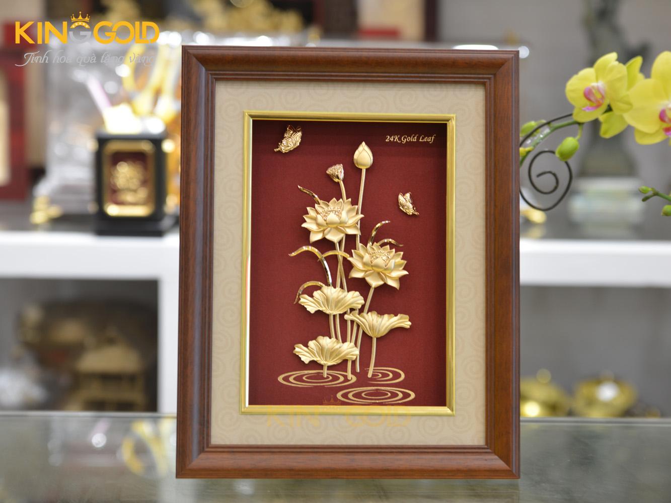 Tranh đầm sen chế tác từ vàng lá 24k 27x34 cm