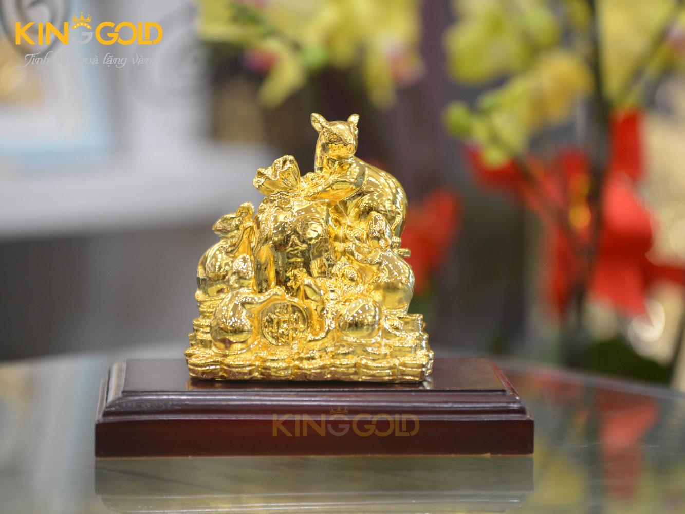 Tượng gia đình chuột sung túc bên chĩnh tiền vàng