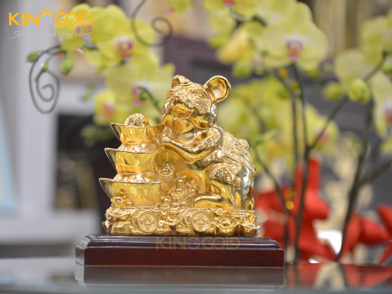 Tượng chuột vàng ôm thỏi vàng tài lộc năm Canh tý