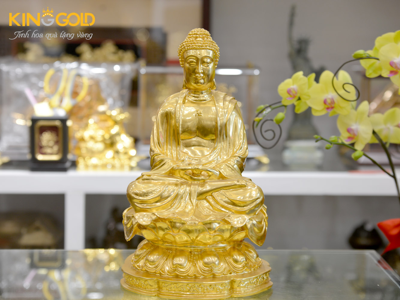 Bức tượng phật adida dát vàng thờ tại gia