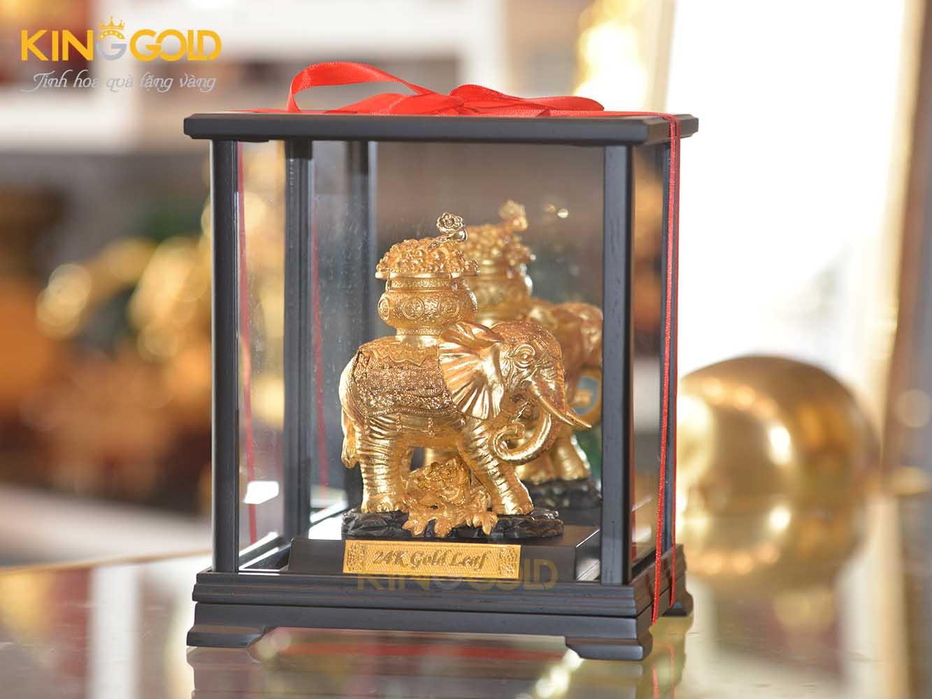 Tượng voi mạ vàng cầu con