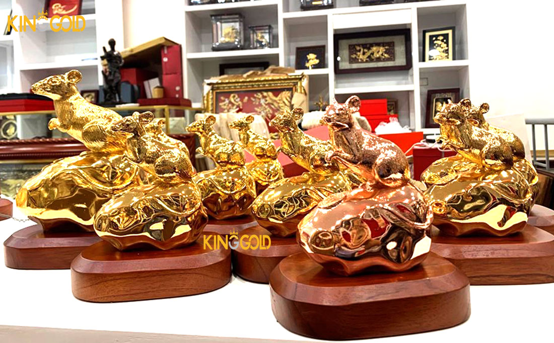 Chuột vàng phong thủy dát vàng 'hút' giới doanh nhân dịp Tết