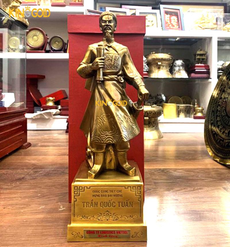 130 tượng đồng Trần quốc tuấn Viettel Post tặng chi nhánh