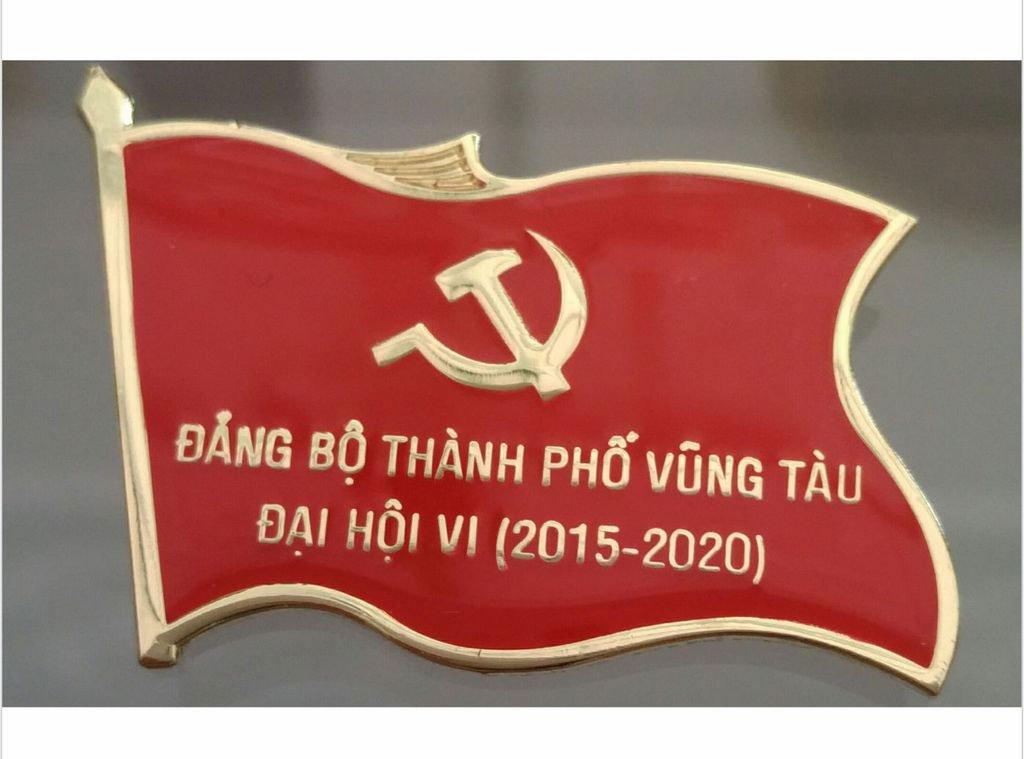 Huy hiệu Đại hội Đảng, thẻ đeo áo dự Đại hội bằng đồng mạ vàng