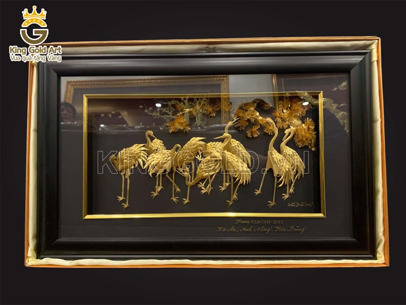 Tranh tùng hạc bằng vàng